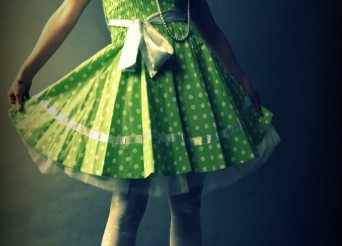 Robe verte qui est partait par une femme