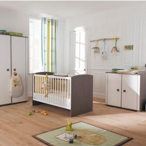 Chambre de bébé vert et marron