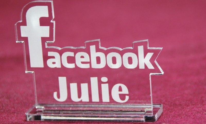 marque place facebook insolite